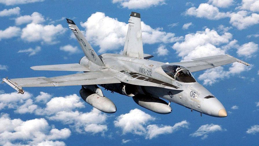 Появилось видео удара молнии в F-18