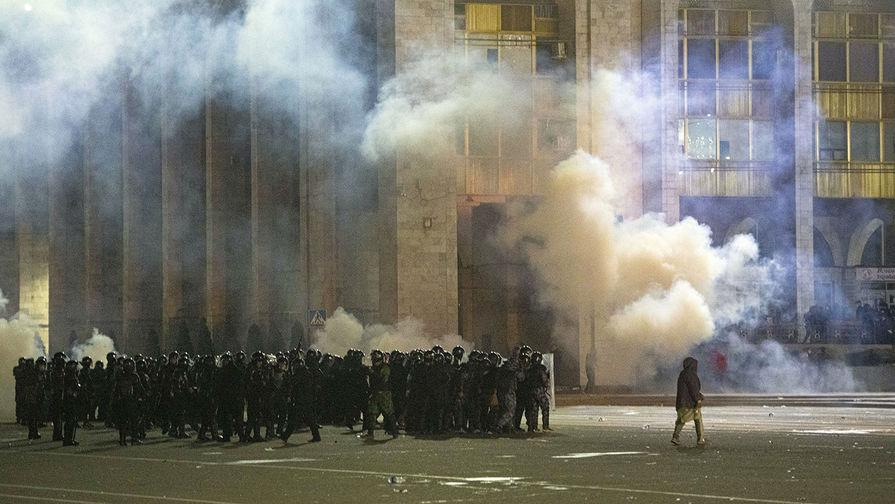 Протестующие в Бишкеке захватили мэрию
