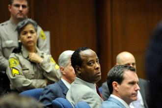 Врача-убийцу Майкла Джексона Конрада Мюррея утром выпустили из тюрьмы