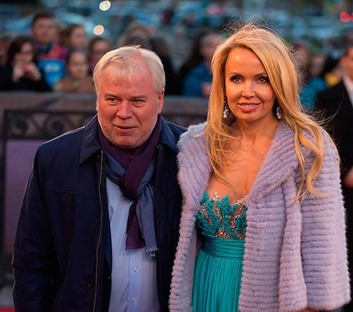Член Общественной палаты РФ адвокат Анатолий Кучерена с супругой Ольгой перед премьерой мюзикла «Призрак оперы», которая прошла на сцене МДМ
