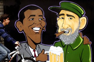 Барак Обама и Фидель Кастро изображены на уличном граффити