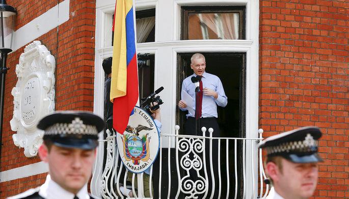 Основатель WikiLeaks Джулиан Ассанж в лондонском посольстве Эквадора
