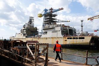 Строящийся корабль «Иван Грен» на территории прибалтийского судостроительного завода «Янтарь»