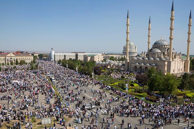 Во время массового митинга на площади Ахмата Кадырова в Грозном в поддержку мусульман Мьянмы