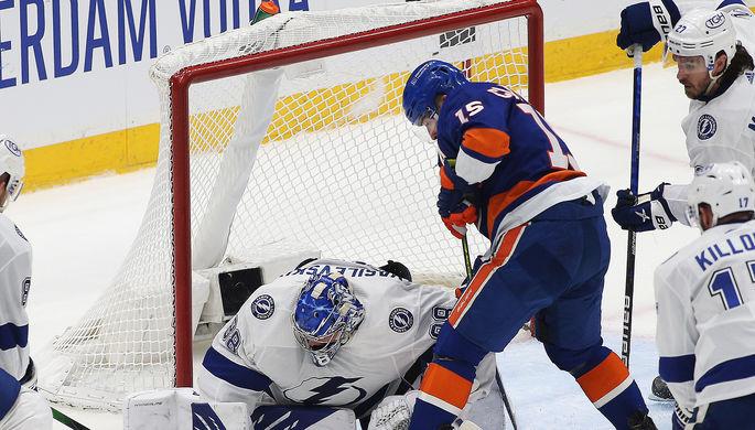 Российский голкипер Андрей Василевский спасает свою команду «Тампа-Бэй Лайтнинг» в матче против «Нью-Йорк Айлендерс»