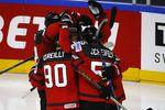 Сборная Канады радуется голу вворота России