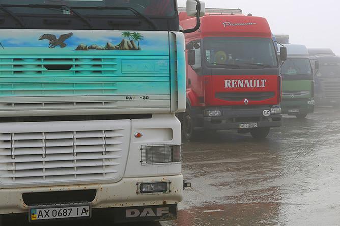 Украинские фуры, остановленные на территории многостороннего автомобильного пункта пропуска «Нехотеевка» в Белгородской области