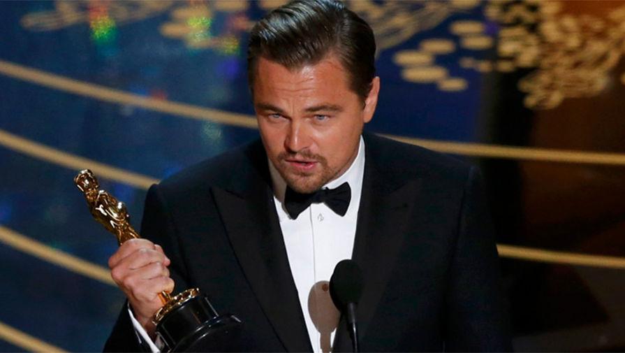 Леонардо Ди Каприо со статуэткой Оскар за лучшую мужскую роль 2016 год
