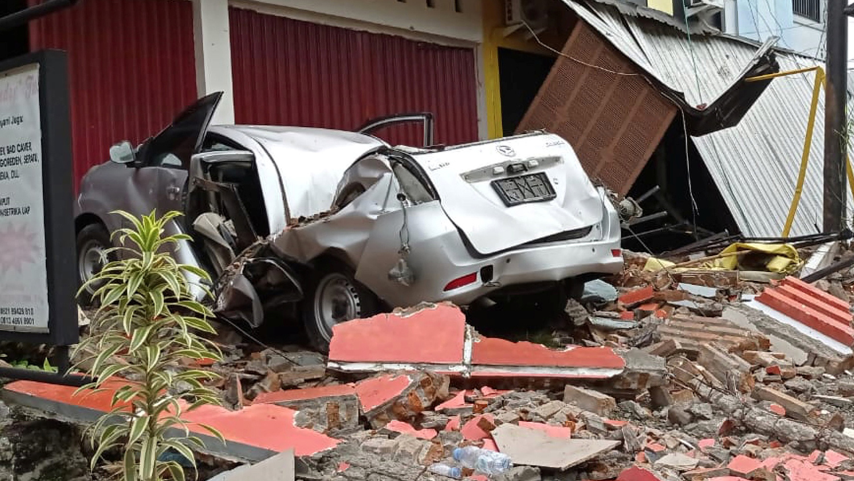 Последствия землетрясения на острове Сулавеси в Индонезии, 15 января 2021 года