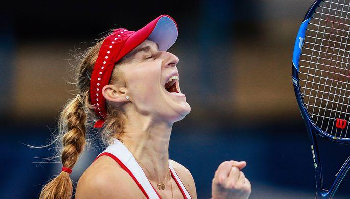 Екатерина Макарова радуется победе в одиночном матче Кубка Федерации
