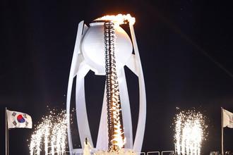 Факел с олимпийским огнем в Пхенчхане