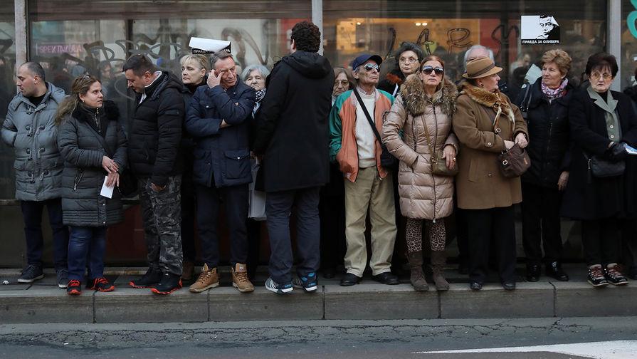 Десятки протестующих захватили здание гостелевидения в Сербии