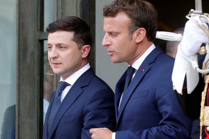 Президент Украины Владимир Зеленский и президент Франции Эмманюэль Макрон во время встречи в Елисейском дворце, июнь 2019 года