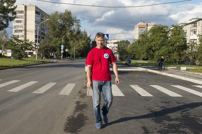 Кандидат в главы Екатеринбурга Евгений Ройзман на одной из улиц города