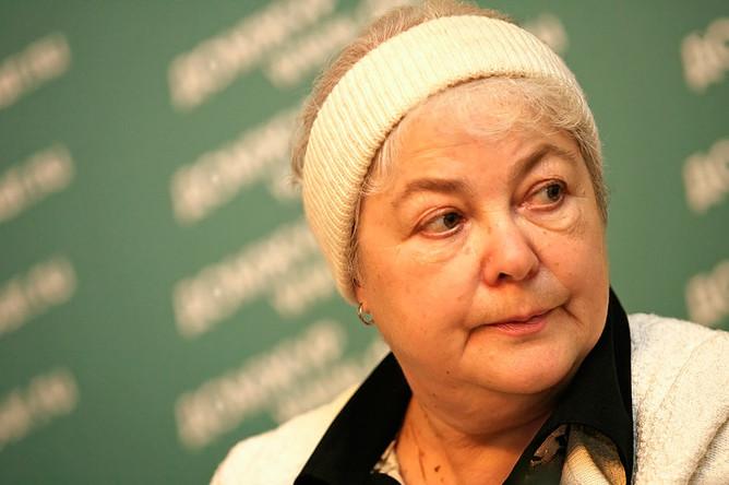 Марина Ходорковская, мать Михаила Ходорковского, в Мраморном зале Дома журналистов, где состоялась презентация фонда «В защиту прав заключенных», 2006 год