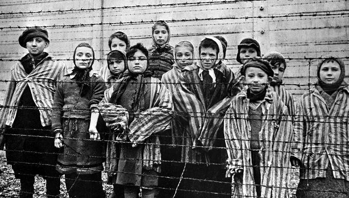 Признали, но не исправили: освободителями Освенцима назвали США
