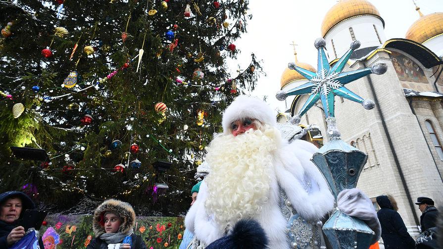 Новогодняя елка на Соборной площади Московского Кремля, 24 декабря 2018 года