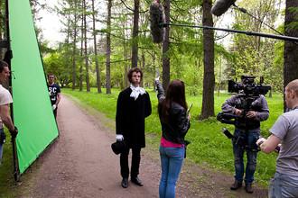 Дмитрий Лысенков на съемках сериала «Бедные люди»