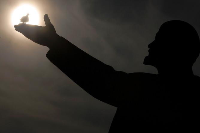 Памятник Ленину на космодроме Байконур в Казахстане, 2017 год