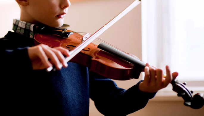 «Достать может любого»: в Челябинске соседи преследуют юного музыканта