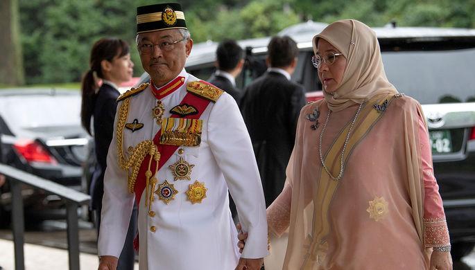 Король Малайзии султан Абдулла Рийятуддин Аль-Мустафа и королева Азиза Амина Маймуна Искандерия