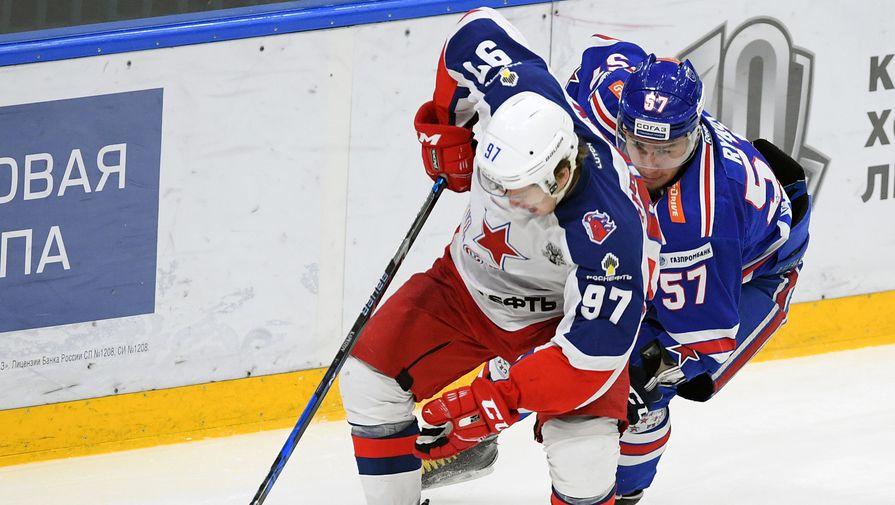 Игра Кирилла Капризова (слева) пока остается главной загадкой и проблемой для хоккеистов СКА