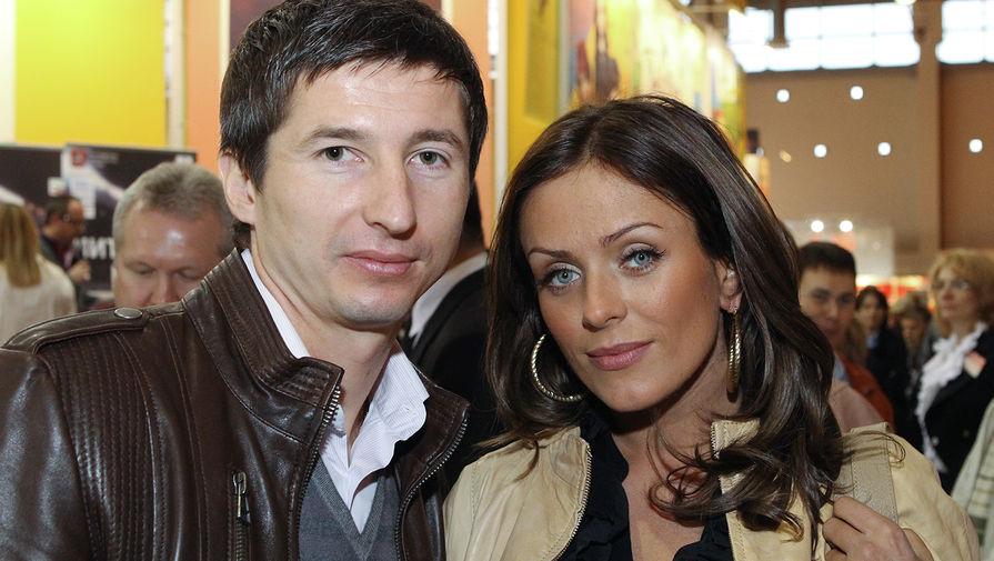 Полузащитник ЦСКА Евгений Алдонин и его жена, певица Юлия Началова (1981-2019), 2010 год
