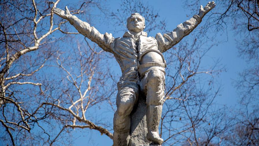 Памятник космонавту Юрию Гагарину в парке им. Ю.А. Гагарина.