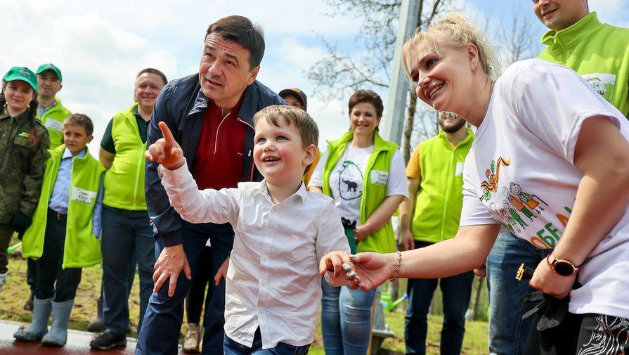 Воробьев посадил деревья на территории будущей школы в Тропарево