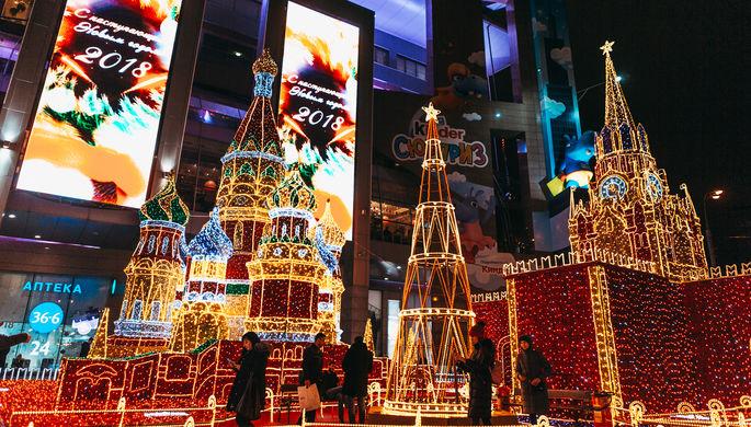 Украшения к Новому году на площади Европы, декабрь 2017