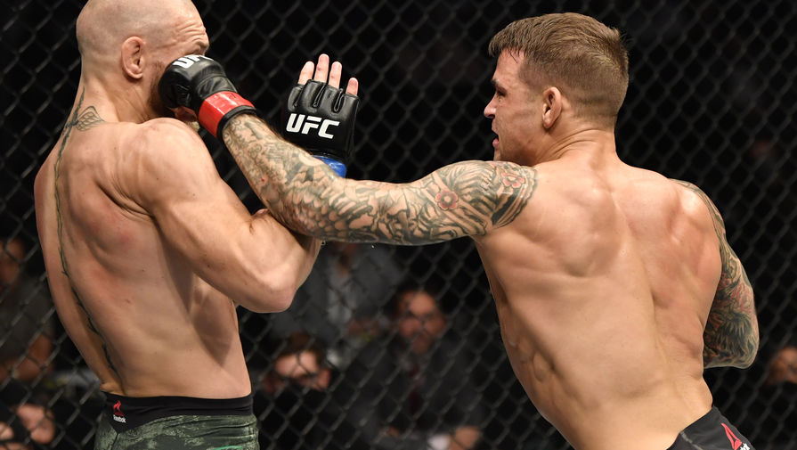 Момент боя между Конором Макгрегором и Дастином Порье на UFC 257.
