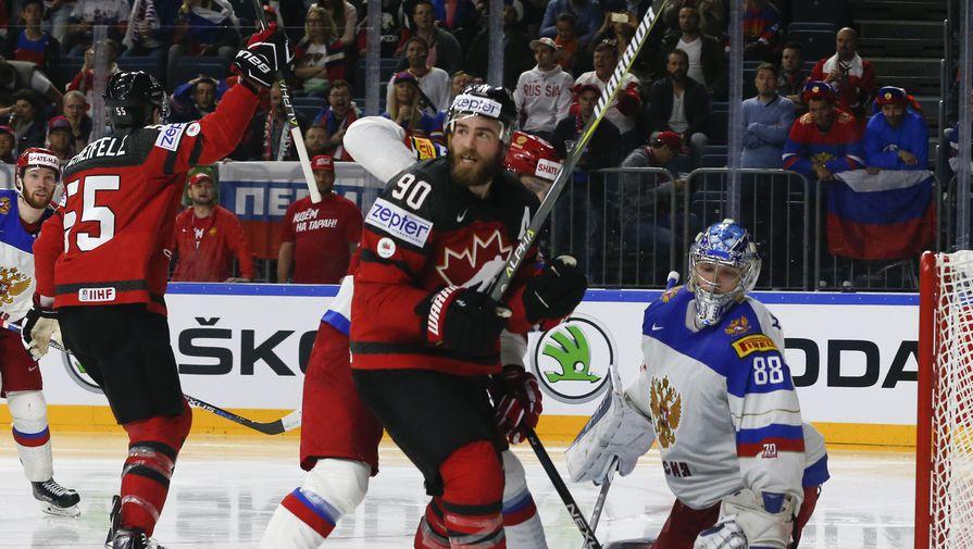 Сборная Канады празднует гол Марка Шайфли вворота России