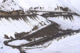 Вывод ограниченного военного контингента советских войск из Афганистана. Колонны советских войск движутся через перевал Саланг в горах Гиндукуш. 15 февраля 1989 года