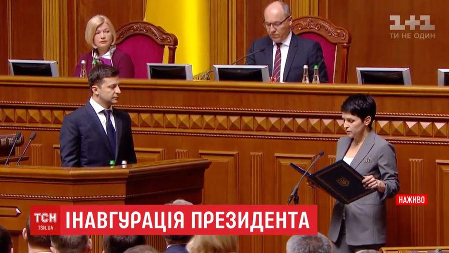Президентское удостоверение Зеленского уронили на инаугурации