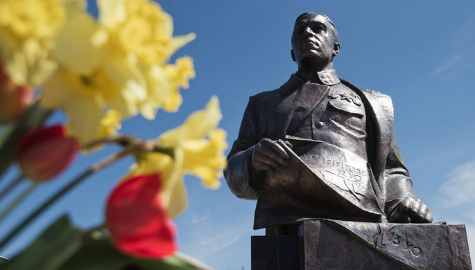 Торжественное открытие памятника Дмитрию Карбышеву на территории отдельного морского инженерного полка Черноморского флота в Евпатории, 2017 год