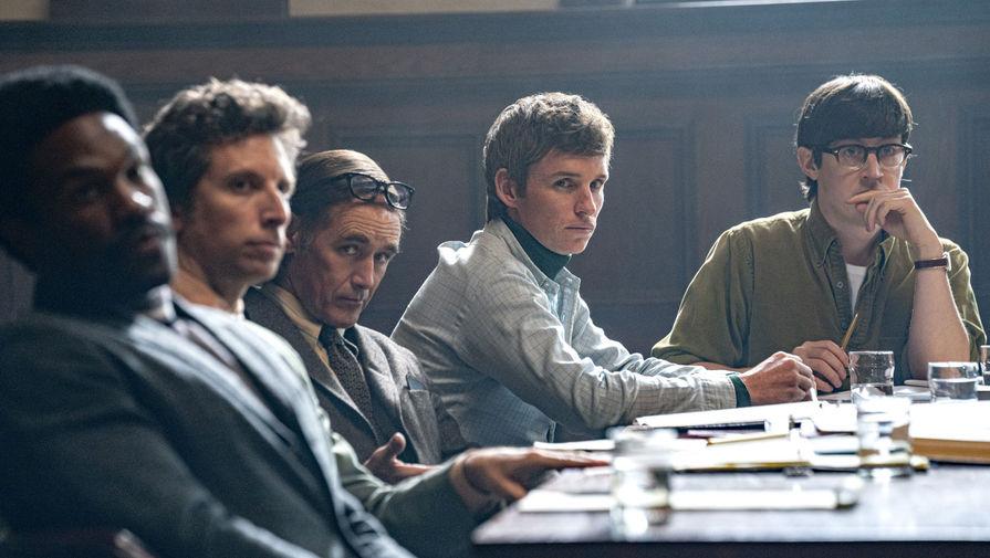 Кадр из фильма «Суд над чикагской семеркой» (2020)