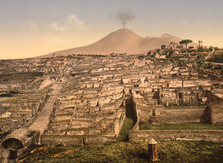 СМИ узнали о десяти неразорвавшихся бомбах в Помпеях