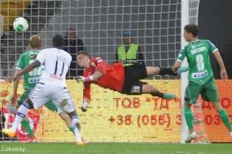 Браун Идейе забивает в матче с «Карпатами»