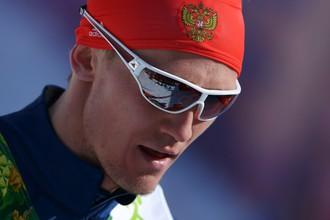 Никита Крюков (Россия) на финише полуфинального забега командного спринта в соревнованиях по лыжным гонкам среди мужчин