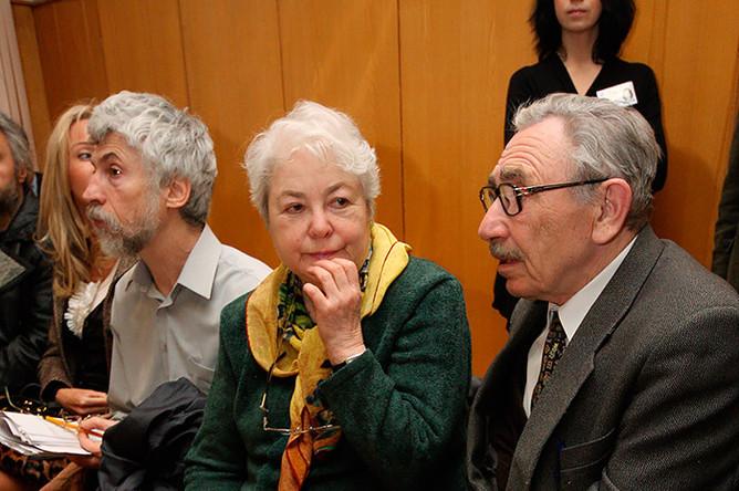 Родители Михаила Ходорковского Марина и Борис Ходорковские в Хамовническом районном суде, где проходят слушания по уголовному делу Ходорковского и Лебедева, 2009 год