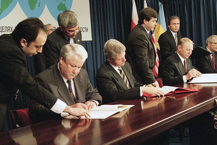 США могут пересмотреть решение не поставлять Украине летальное оружие, - Чалый - Цензор.НЕТ 3378