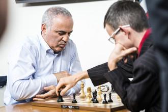 Гарри Каспаров проигрывает Давиду Наваре