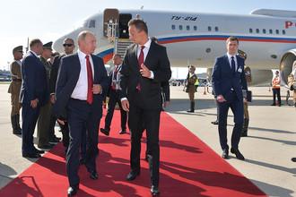 Президент РФ Владимир Путин во время встречи в аэропорту Будапешта, 28 августа 2017 года