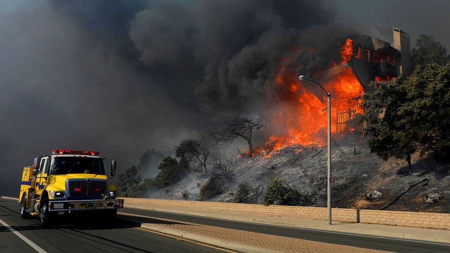 Лесной пожар в городе Вентура, Калифорния, США, 6 декабря 2017 года
