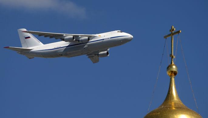 Москва. 7 мая 2017. Тяжелый дальний транспортный самолет АН-124-100 «Руслан» во время...