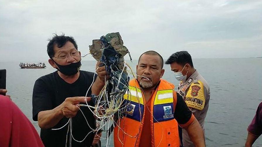 Власти назвали число пассажиров на борту упавшего близ Джакарты самолета