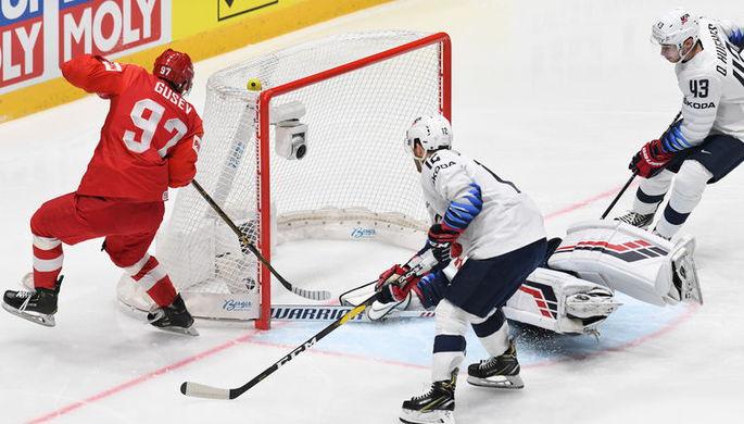 Игрок сборной России Никита Гусев забрасывает шайбу в ворота сборной США в матче группового этапа чемпионата мира по хоккею между сборными командами России и США.