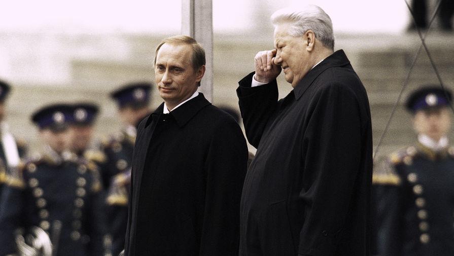 Президент России Владимир Путин и его предшественник Борис Ельцин в день инаугурации Путина, 7 мая 2000 года