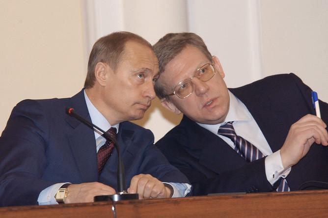 Президент России Владимир Путин и министр финансов РФ Алексей Кудрин на заседании, 2004 год