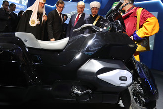 Мотоцикл «Кортеж» на выставке «Россия, устремленная в будущее» в ЦВЗ «Манеж»